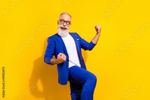 Photo portrait of bearded man in spectacles blue suit gesturing like winner isol Poster Mural XXL