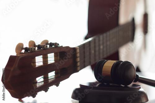 Obraz na plátně Judge's Gavel And Acoustic Guitar On Table
