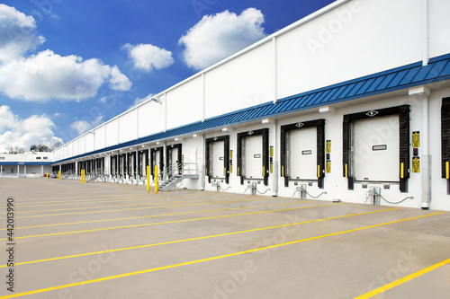 Foto Exterior of warehouse industrial building with semi truck loading dock