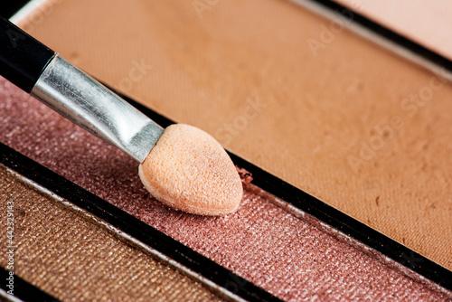 Closeup of eyeshadow palette and brush Fototapet