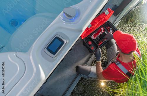 Fotografía Jacuzzi Hot Tub Professional Technician Repairs the Pumping Elements
