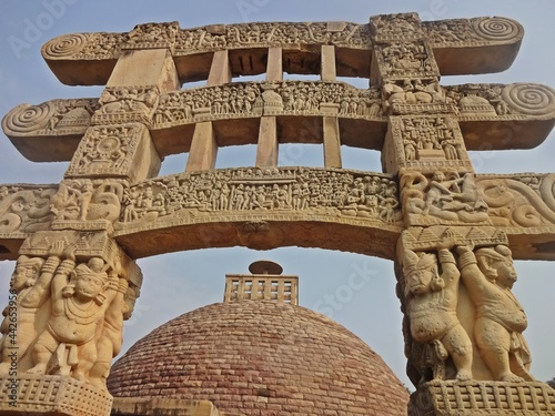 Photo Sanchi stupa  unesco world heritage site , bhopal, madhya pradesh, india, asia