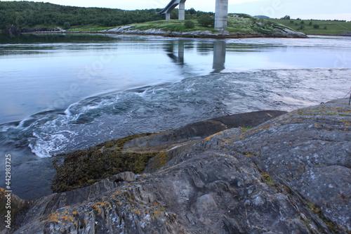 Fototapeta strong whirlpools in the fjord - Saltstraumen