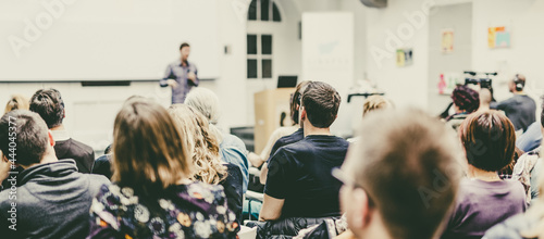 Billede på lærred Man giving presentation in lecture hall at university.
