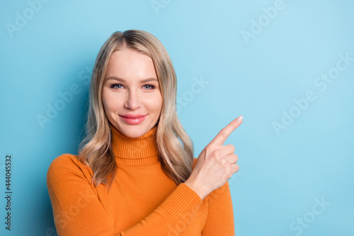 Canvas-taulu Photo of cheerful young positive woman point finger empty space pick offer isola