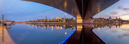 Valokuva Szczecin. Panorama of the city embankment in the early morning.
