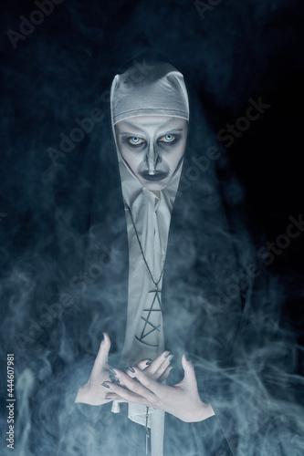 Canvastavla devilish nun in a haze