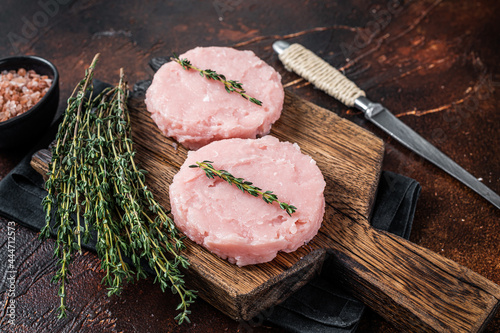 Fresh Raw burgers patty cutlet from chicken and turkey meat with herbs Fototapet