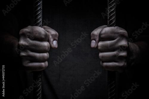 Billede på lærred closeup on hands of man sitting in jail