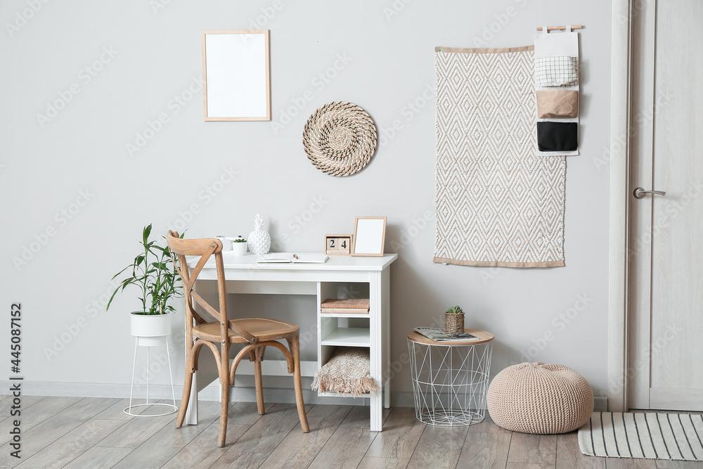 Leinwandbild Motiv - Pixel-Shot : Interior of light room with comfortable workplace
