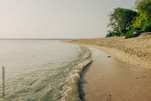 Island Beach with Small Waves Fototapet