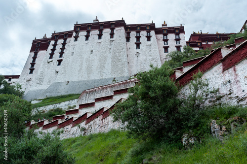 Canvas-taulu LHASA, TIBET - AUGUST 17, 2018: Magnificent Potala Palace in Lhasa, home of the Dalai Lama before the Chinese invasion and Unesco World Heritage Site