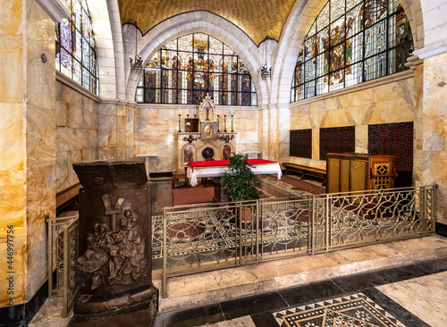 Obraz na płótnie Interior of medieval Church of the Flagellation at Via Dolorosa street in easter