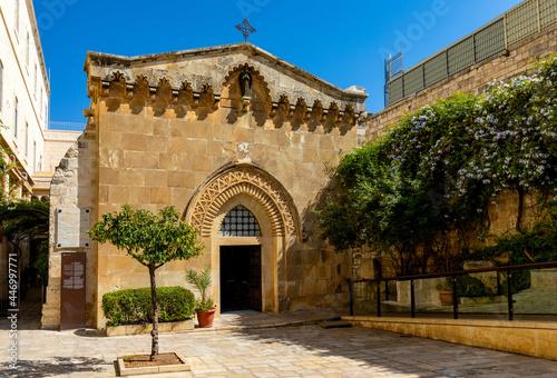 Fotografia Medieval Church of the Flagellation at Via Dolorosa street in eastern Islamic qu
