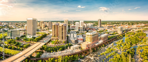 Stampa su Tela Aerial panorama of Richmond, Virginia, at sunset