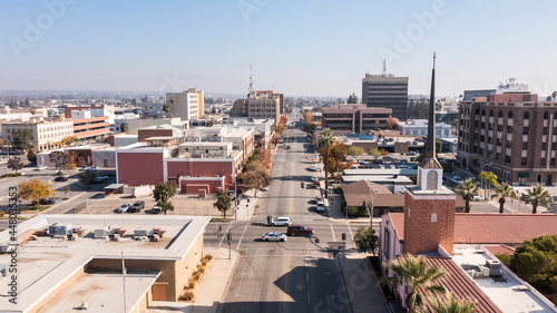 Photo Afternoon aerial skyline view of downtown Bakersfield, California, USA