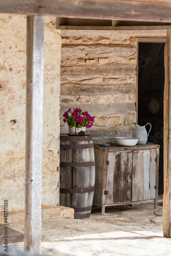 Fotografiet Texas hill country  old settlers stone house with wagon