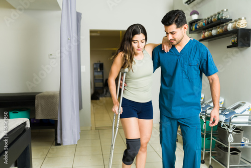 Patient using crutches arriving for physical rehabilitation Fototapeta