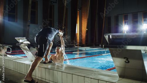 Photographie Swimming Pool: Professional Trainer Training Future Champion Swimmer