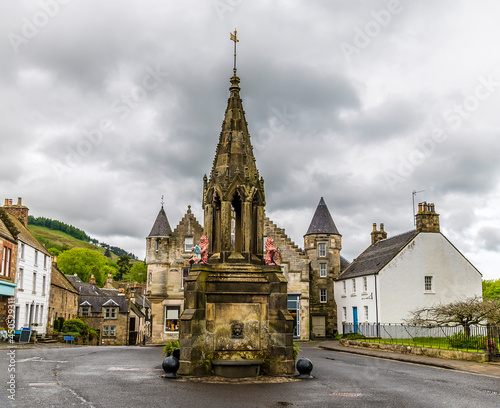 Fototapeta A view across the central square in Falkland, Scotland on a summers day