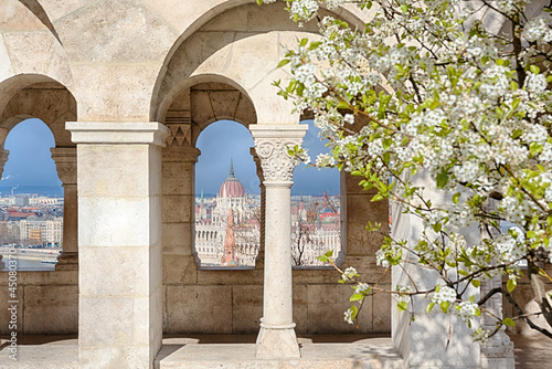 Canvas Print Hungarian Parliament view thru Fisherman's bastion arch in spring
