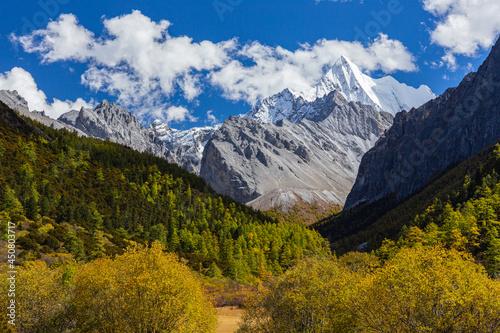 Fototapeta mountain view of yading nature reserve