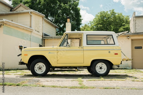 Canvas Print A yellow Ford Bronco, in Mount Union, Pennsylvania