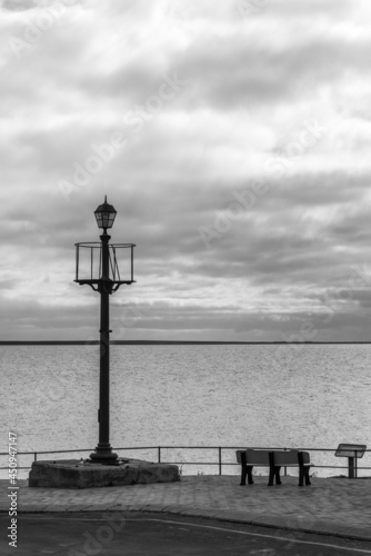Fotografie, Obraz Black and white light pole and bench, along the coast of the Yorke Peninsula, So
