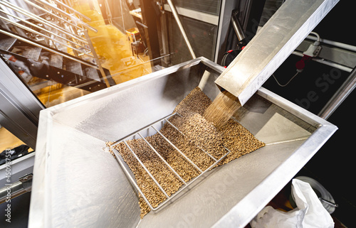 Платно The technological process of grinding malt seeds at the mill