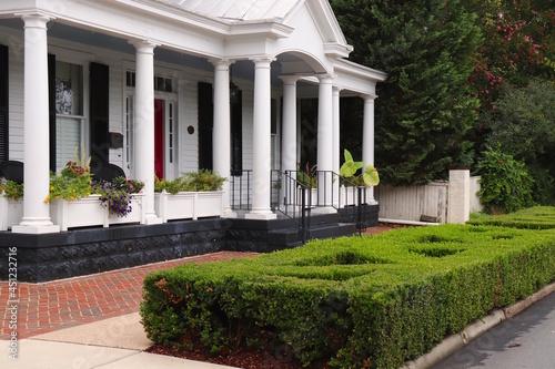 Carta da parati Beautiful White Home With Columns, Manicured Shrubbery