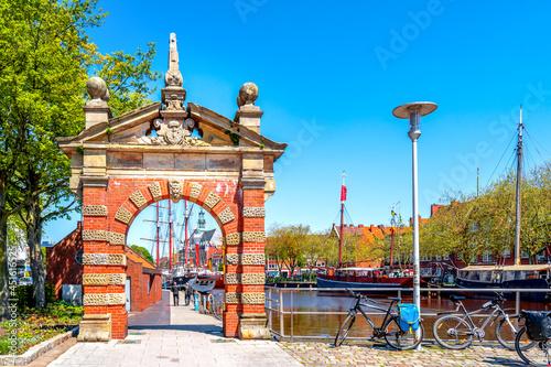Fototapeta Hafentor, Emden, Niedersachsen, Deutschland
