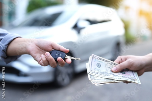Exchange money and car keys Car Trading and Loan Fototapet