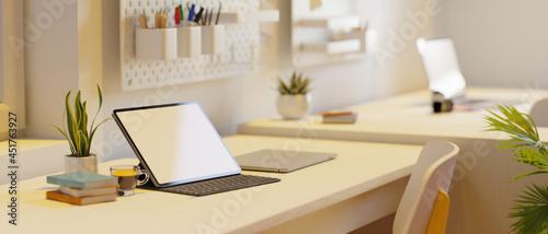 Foto Campus dorm, tablet blank screen mockup in modern minimal workspace