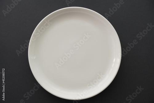 Photo 食事前の真っ白な皿