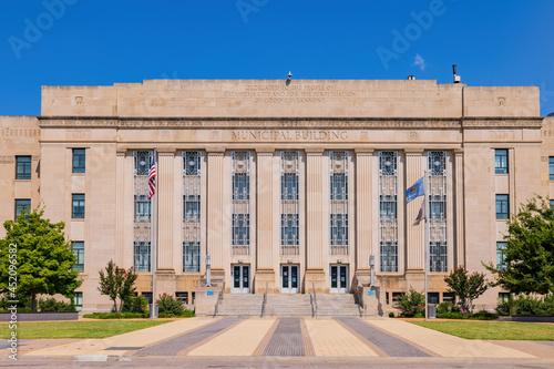 Tela Sunny view of the Oklahoma city hall