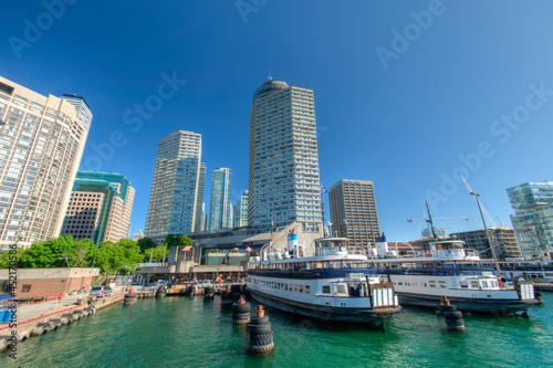 Fotografia Beautiful Toronto city skyline from Harbourfront, Ontario, Canada
