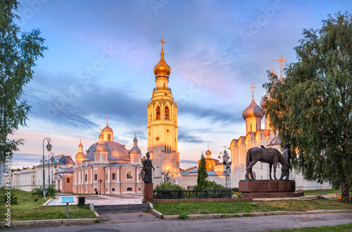 Foto Temples and the bell tower of the Kremlin in Vologda