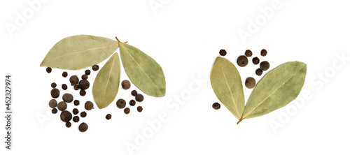 Fotografia Bay leaf, allspice and pepper isolated on white background