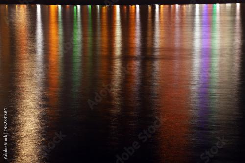 Fototapeta Reflection of the lanterns of the boulevard on the sea.