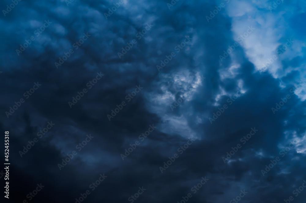 niebo i chmury