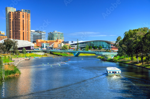 Fotografiet the Riverbank Precinct of Adelaide with footbridge across River Torrens in South Australia during daytime