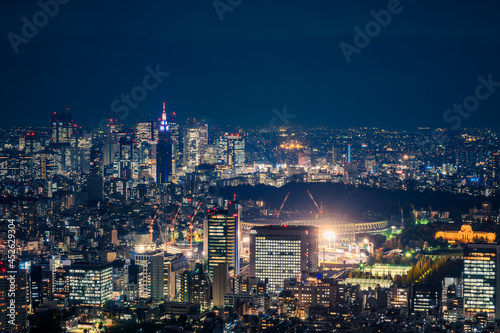 Obraz na płótnie Aerial view from the observation deck at Roppongi Hills Mori Tower in Tokyo at night with the view of Tokyo Olympic Stadium when under construction in 2018 in Japan