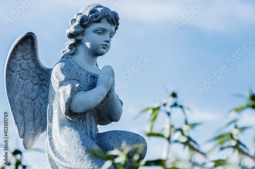 Fotografía Little angel against blue sky as symbol of guards for child