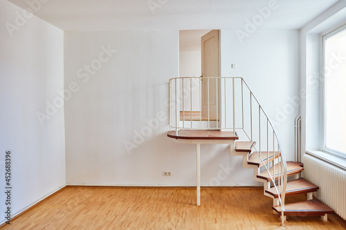 Fotografia Treppe mit Geländer in Ecke im Berliner Zimmer im Altbau