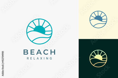 Foto Sea or water theme logo with waves and sun in circle shape