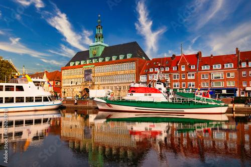 Obraz na plátne The dock 'Ratsdelft' in Emden Germany