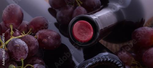 Foto Weinflaschen und Glässer