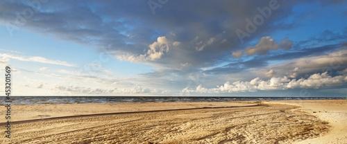 Obraz na plátně Epic cumulus clouds above the sandy Baltic sea shore after a thunderstorm