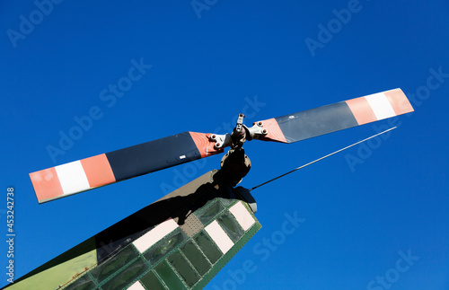 Fotografia the rear propeller of a helicopter the one that sits at the fin