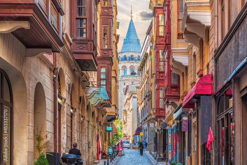 Fotografiet Narrow turkish street by the Galata Tower of Istanbul